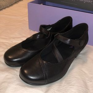 Aravon Portia 8 b cute Mary Jane shoes like new